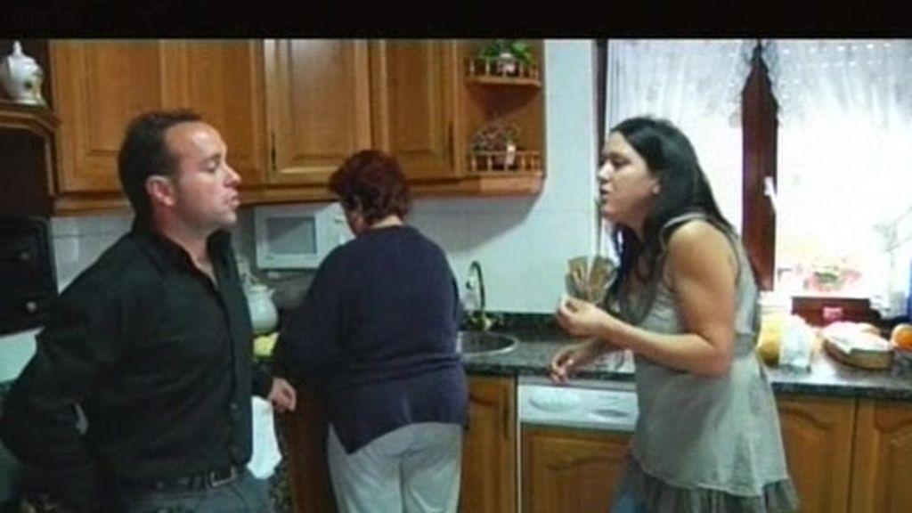 Mónica canta las cuarenta a Alberto y Ana
