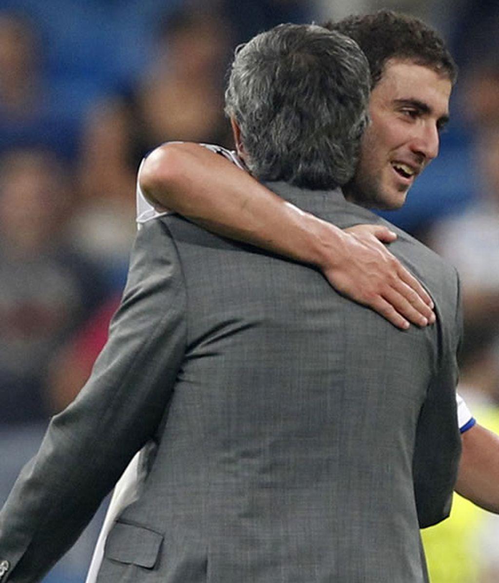 Mourinho feliz con el contento del Madrid en Champions.
