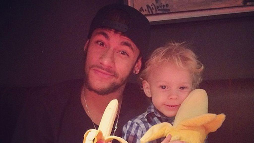 Neymar apoya a Alves