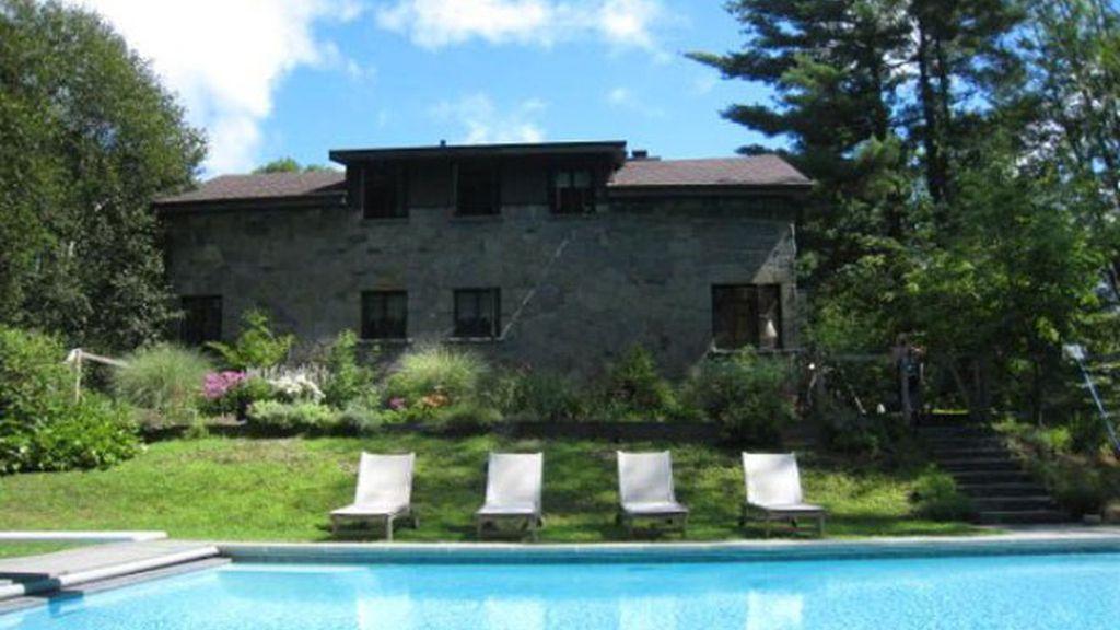 La 'casita' en el lago de John Leguizamo sale a la venta