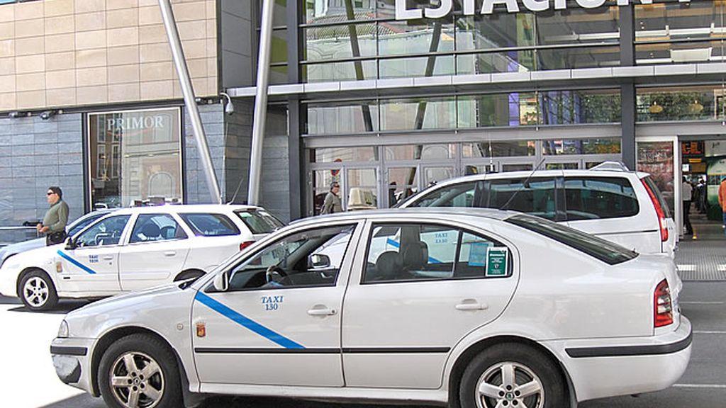 Un taxi en la estación de Málaga
