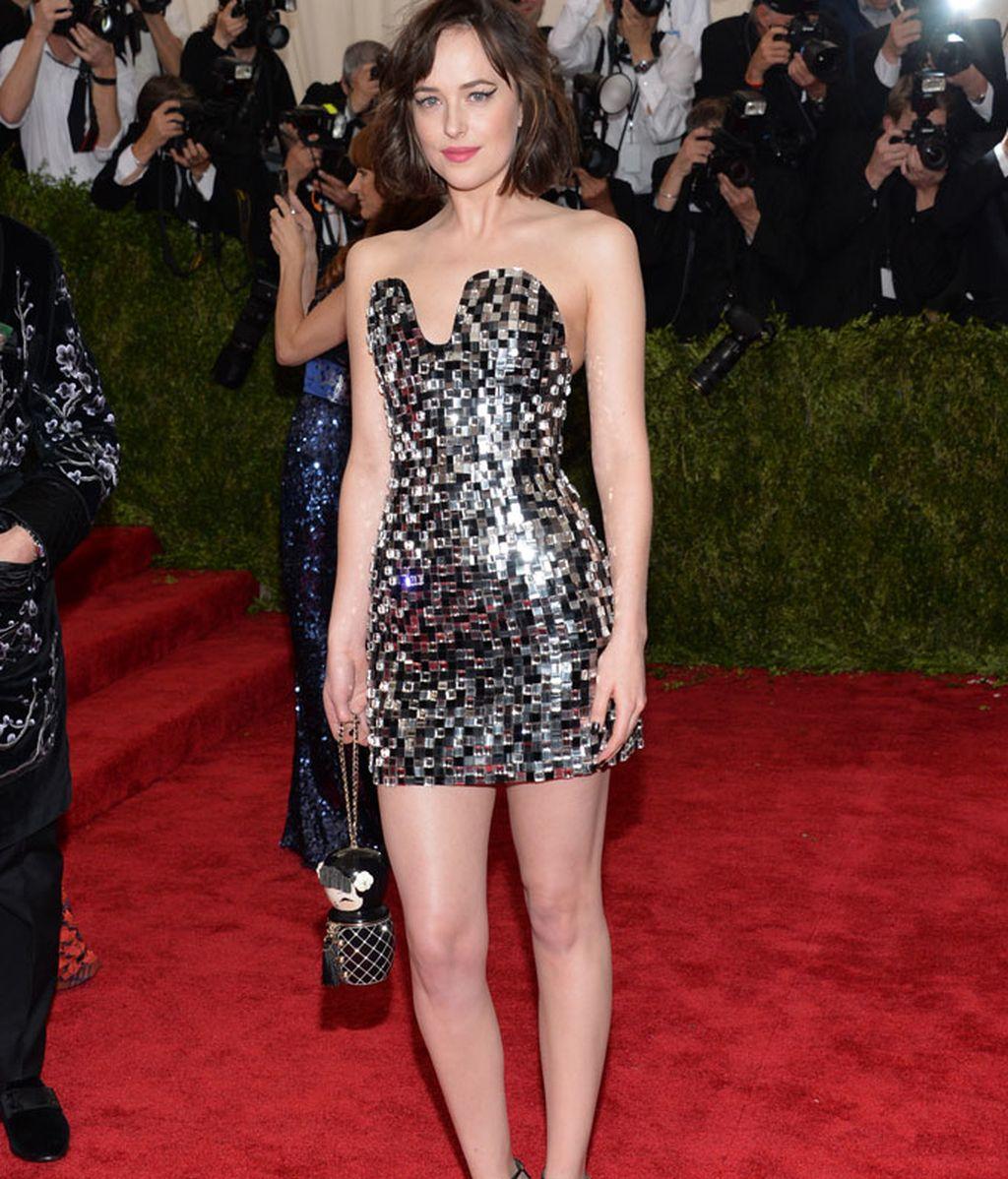 Dakota Johnson vestida de Chanel