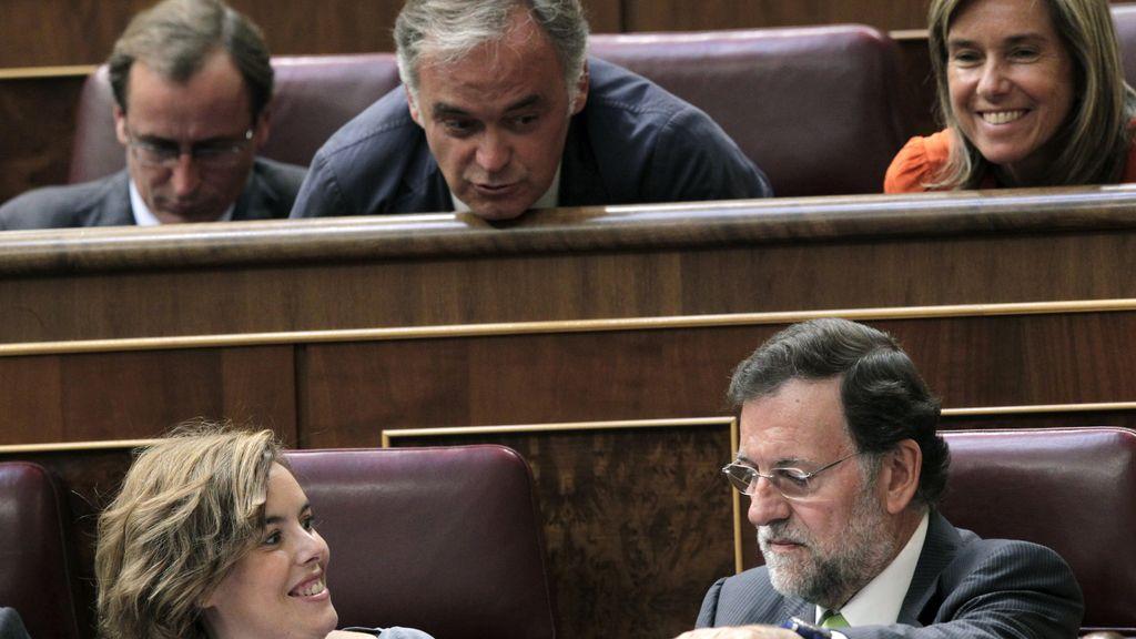 Esteban González Pons, Soraya Sáenz de Santamaría y Mariano Rajoy, en el Congreso