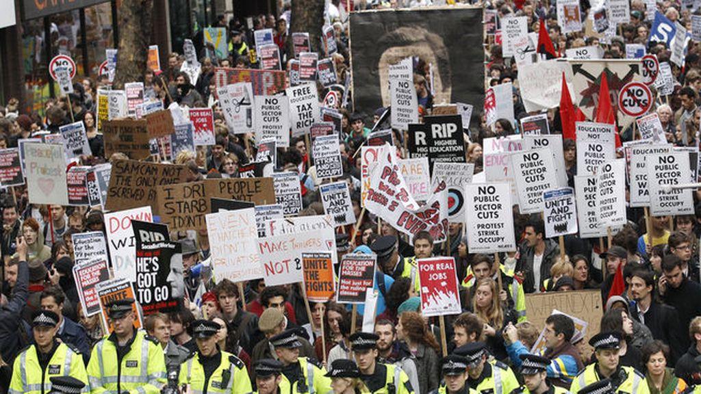 Una veintena de detenidos en el desalojo de los 'indignados' en Trafalgar Square