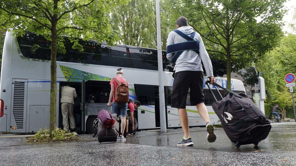Los pasajeros del autobús accidentado en Francia vuelven a casa