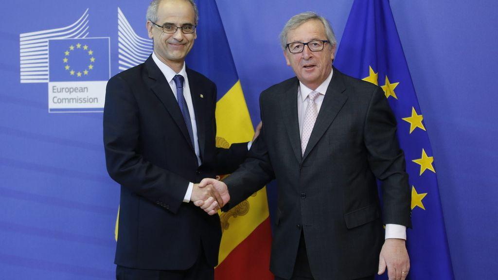 El jefe de Gobierno de Andorra, Antoni Martí, y el presidente de la CE, Jean-Claude Juncker