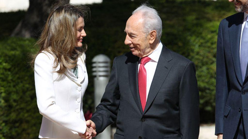 Letizia y Simón Peres