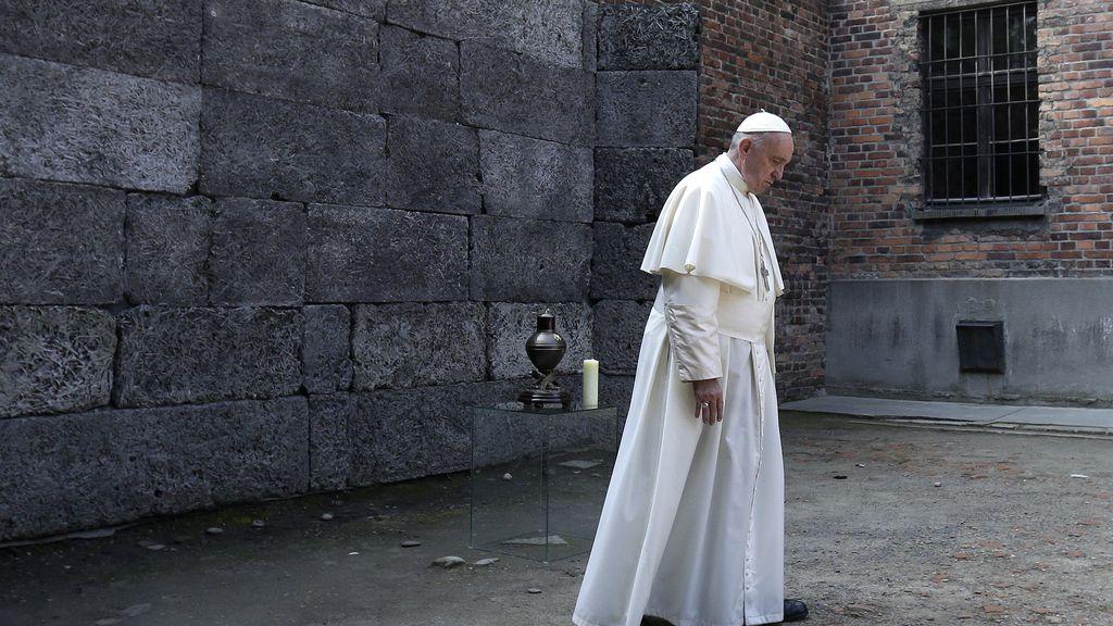El Papa Francisco visita Auswitch