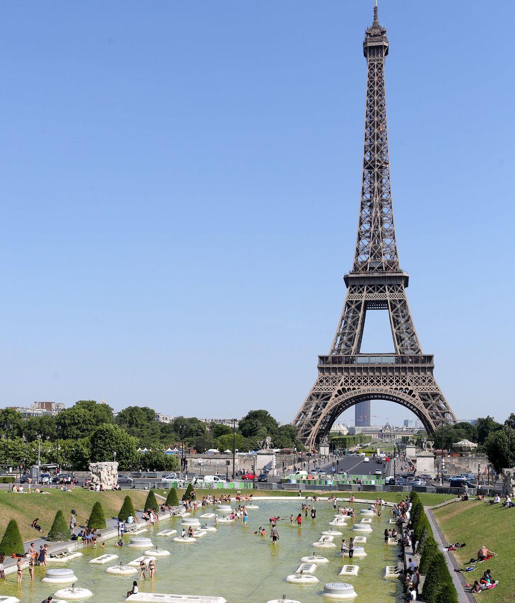 La Torre Eiffel cerrada tras los atentados