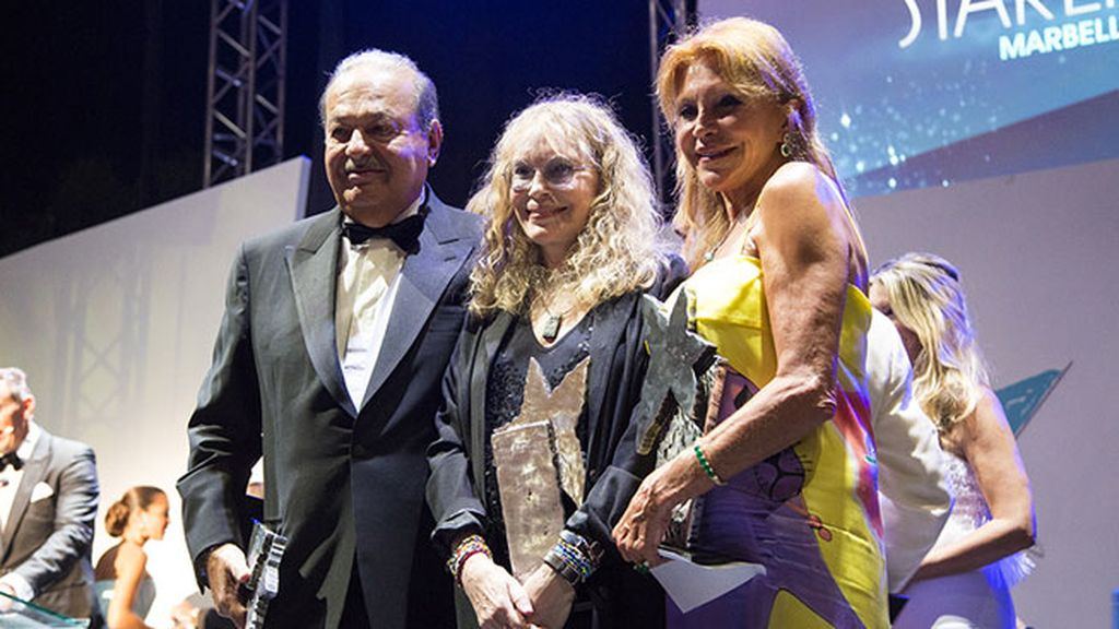 La baronesa Thyssen, junto a Carlos Slim y Mia Farrow