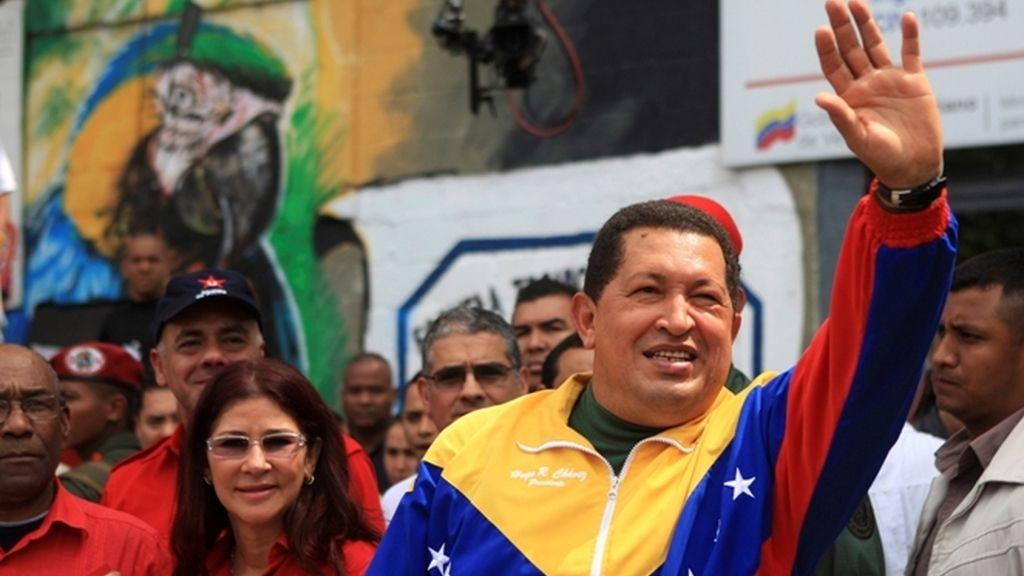 Chávez saluda tras votar
