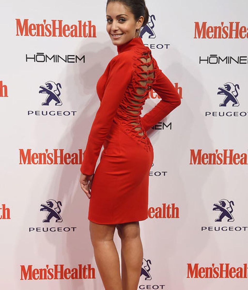 Hiba Abouk con vestido rojo de Nicolás Vaudelet