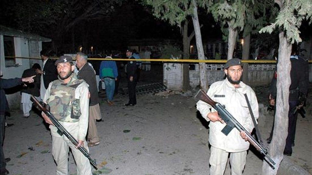 Soldados paramilitares pakistanís hacen guardia en las calles de Islamabad, Pakistán. EFE/Archivo
