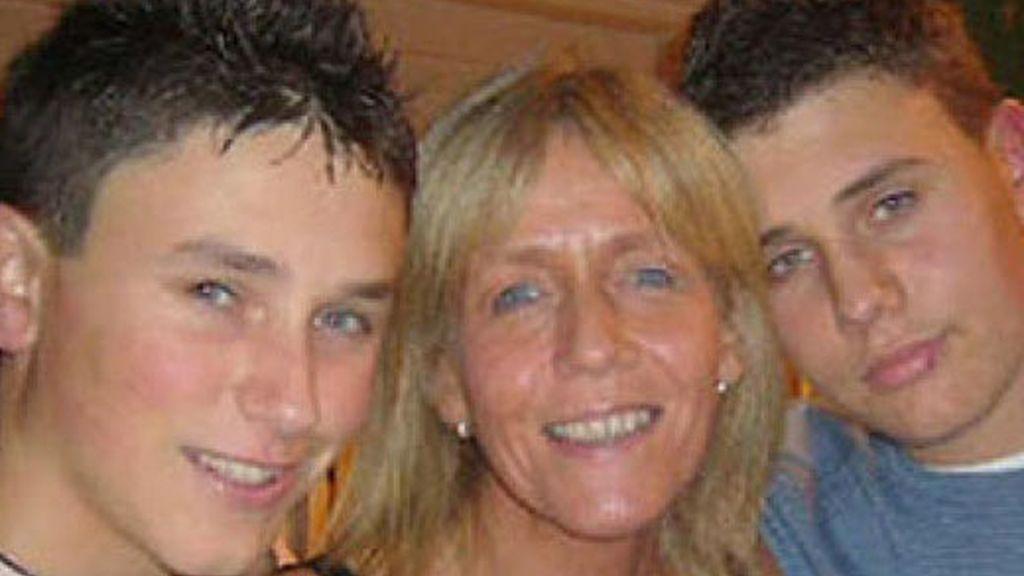 Robert, su madre y su hermano menor