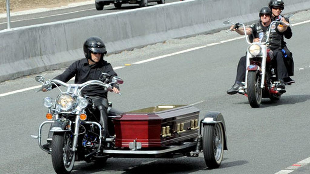 Motociclistas escoltan el féretro de su líder en Australia