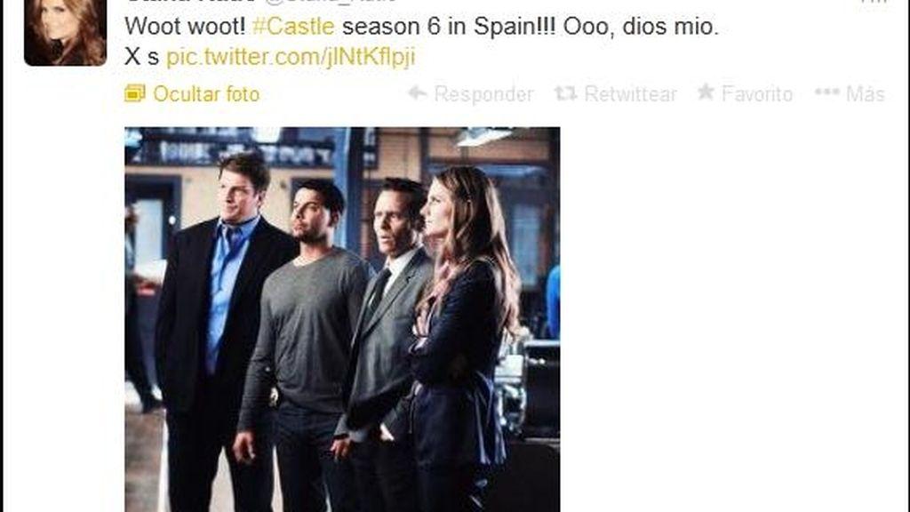 La prota de 'Castle' tuitea con un fan el estreno de la sexta temporada en Cuatro