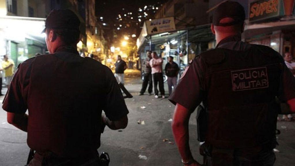 Policías en la favela de La Rocinha