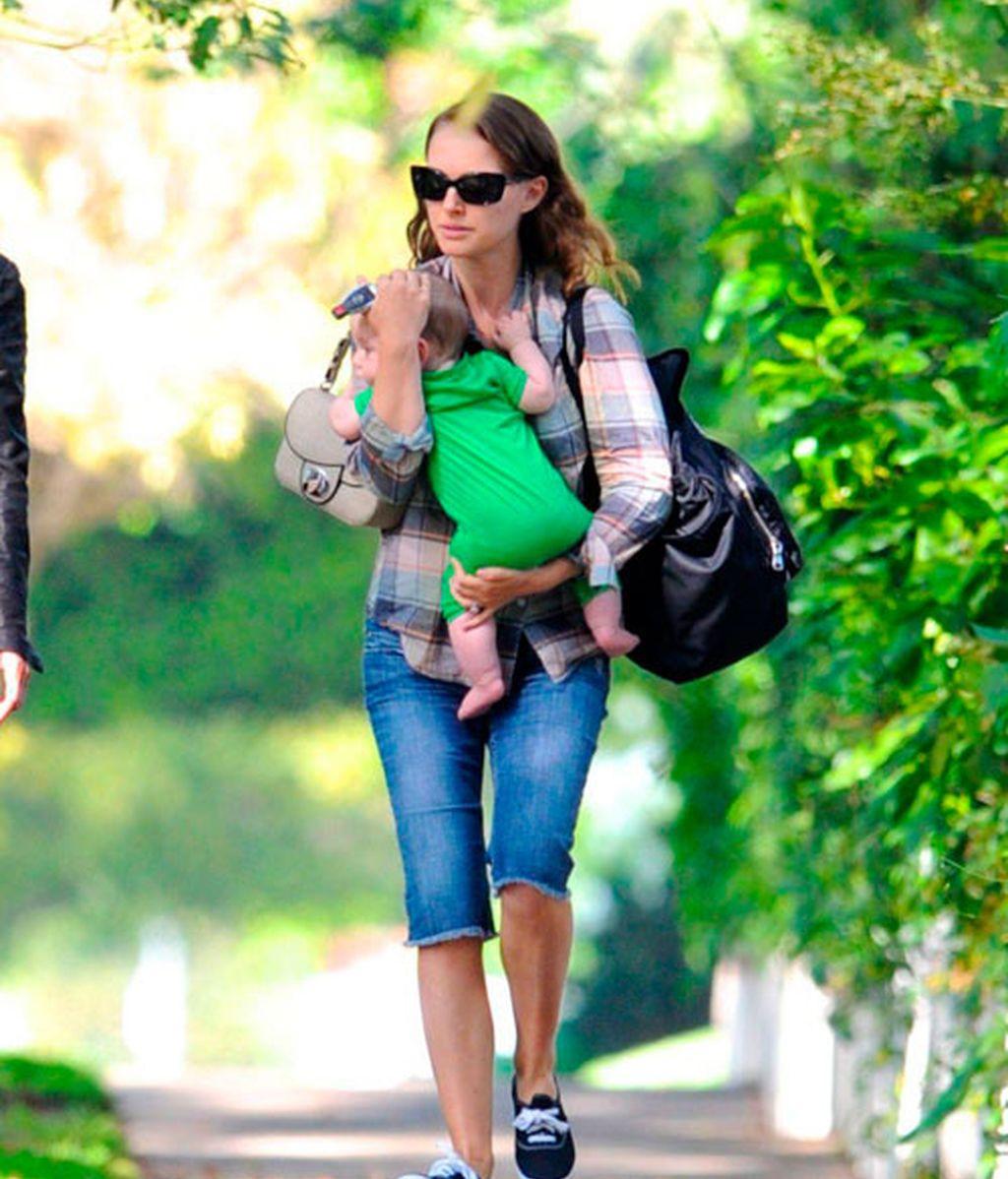 El paseo de Natalie Portman y su hijo Aleph