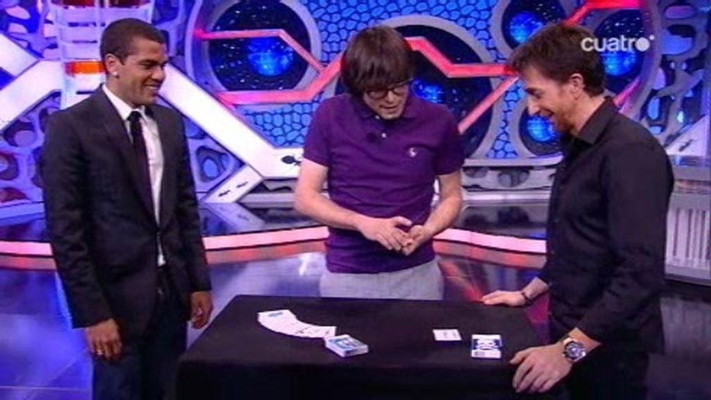 Dani Alves queda sorprendido con la magia de Luis Piedrahita