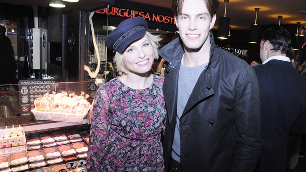 La cantante Soraya, de nuevo con el pelo corto, junto a su novio el modelo Miguel Herrera