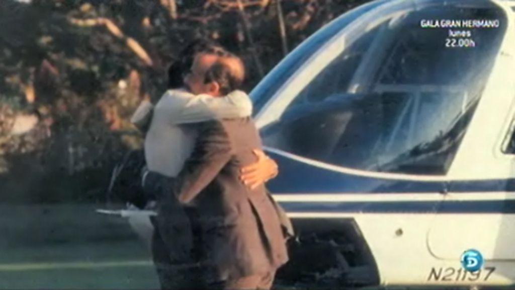 Julio Iglesias abraza a su padre tras el secuestro