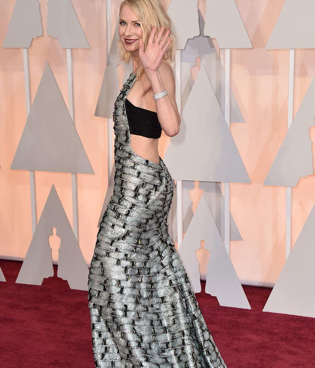 Detalle lateral del vestido de Naomi Watts