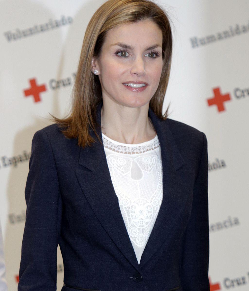 La Reina Letizia visita la sede central de Cruz Roja