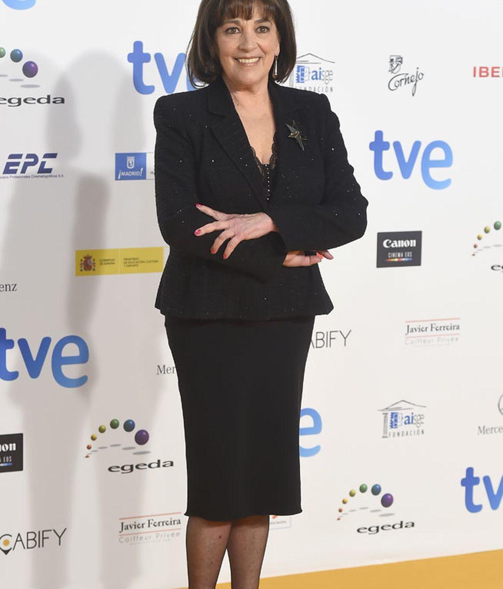 Carmen Maura con vestido y chaqueta con toques de brillo