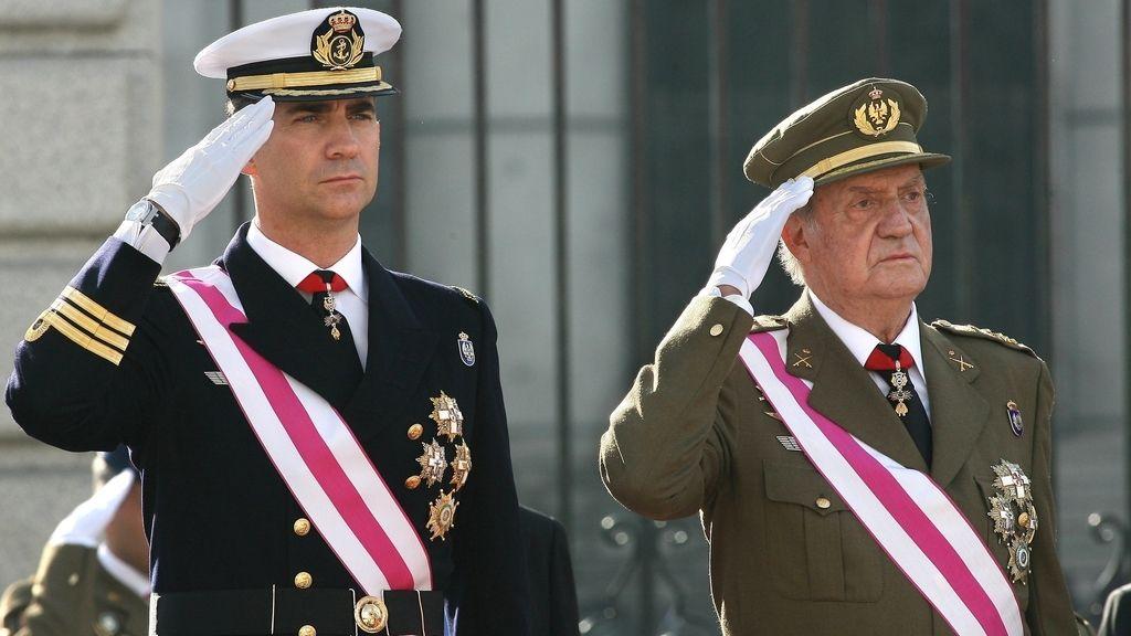 El rey Juan Carlos I y el príncipe Felipe, en la Pascual Militar de 2012. Foto: Gtres