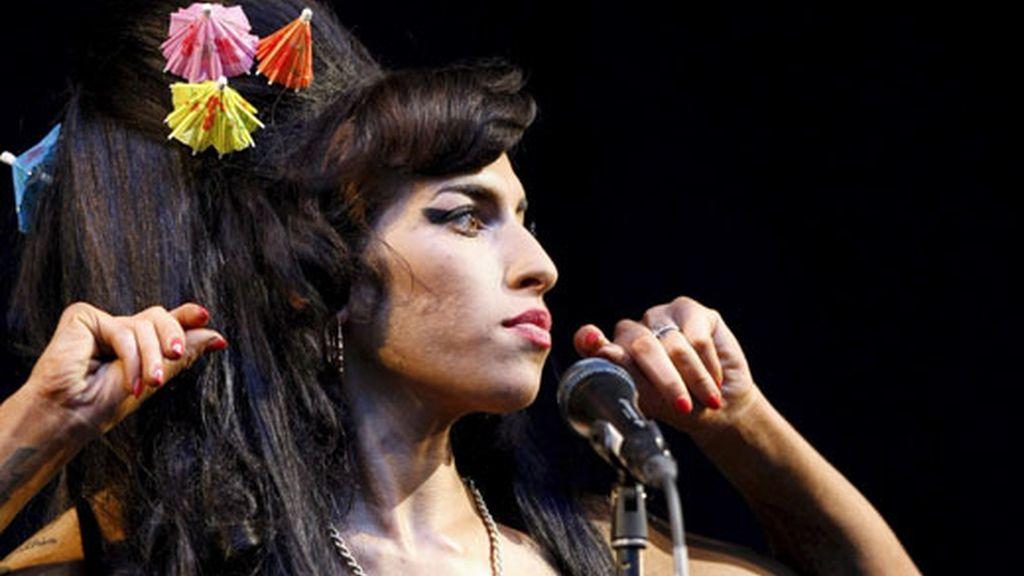 La cantante Amy Winehouse se ha convertido en una fábrica de noticias en las últimas semanas, entre su desmayo y los rumores sobre su salud.