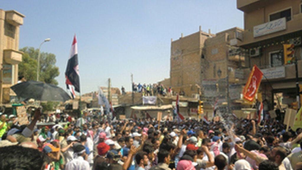 Protestas contra el presidente Bashar Al-Assad en la provincia de Deir al-Zor. Foto: Reuters