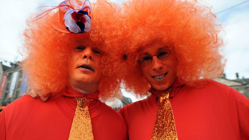 Los holandeses celebran la llegada del nuevo rey