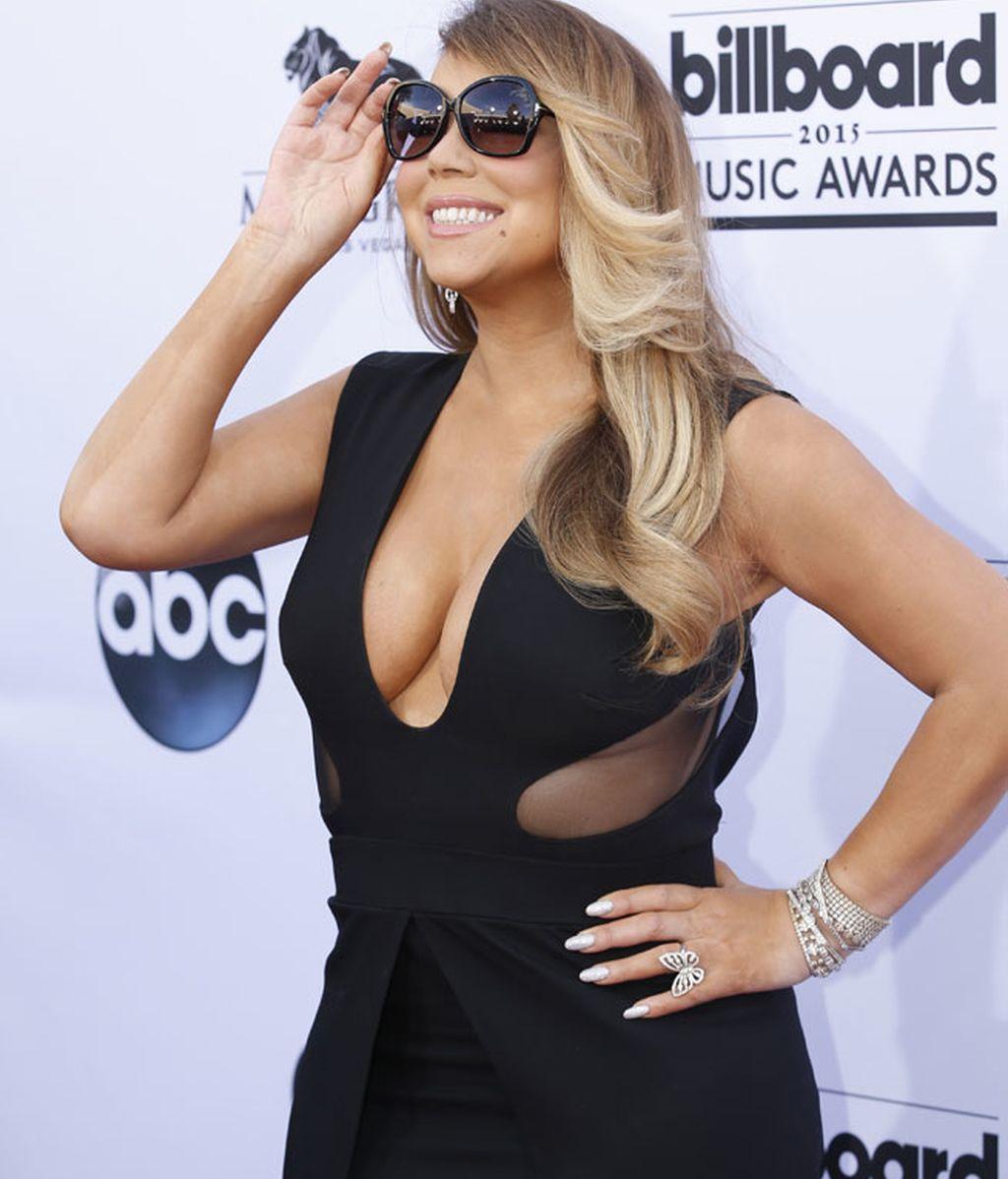 Mariah Carey posó de negro y con gafas de sol antes de actuar