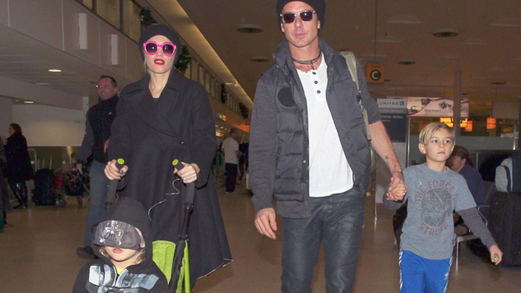 Gwen Stefani y Gavin Rossdale llegando a Londres con sus hijos