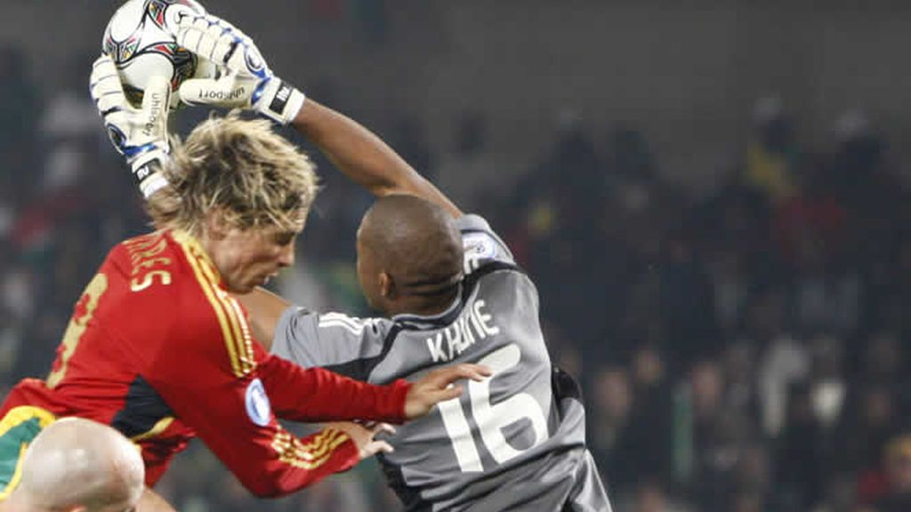Khune desecha una buena ocasión de la selección española