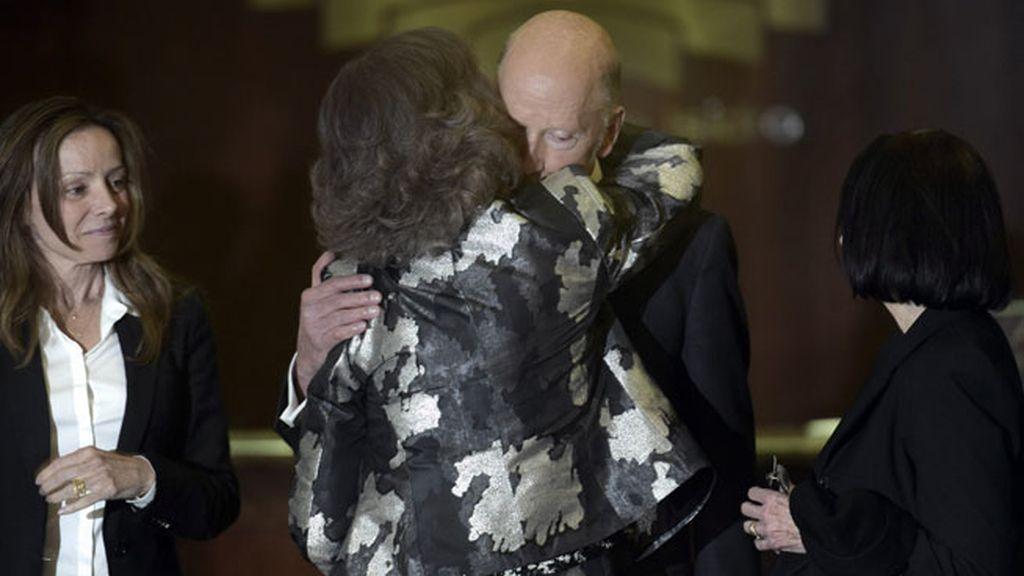 La reina Sofía brindó un cálido abrazo a Simeón de Bulgaría