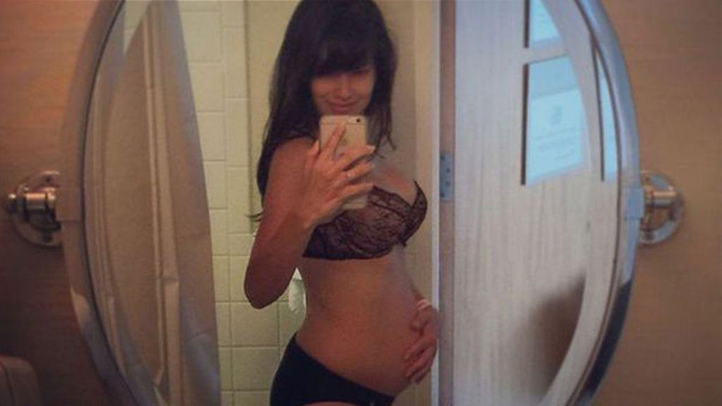 Hilaria Baldwin posa pocos días después de dar a luz