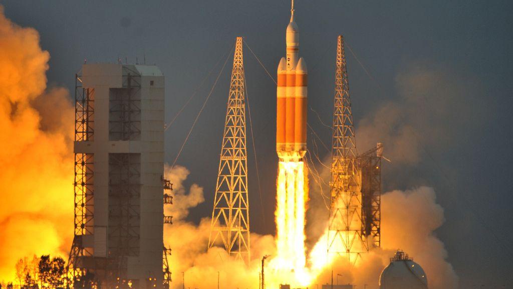 La NASA lanza con éxito Orion