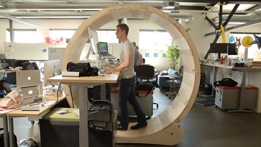 Mesa con forma de rueda de hámster