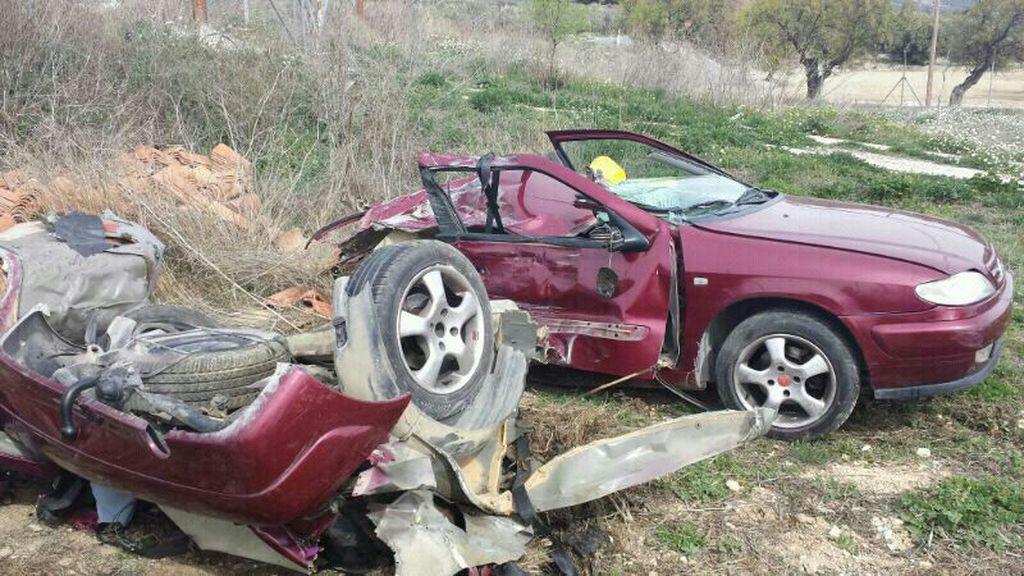 Tres fallecidos en una colisión entre un camión y un turismo en Granada