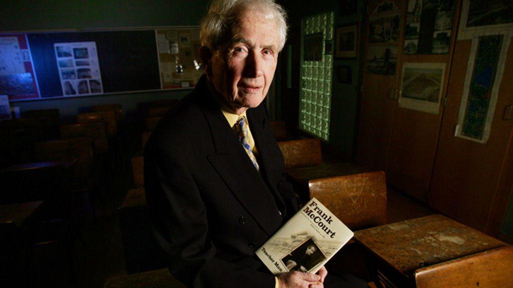 El escritor Frank McCourt