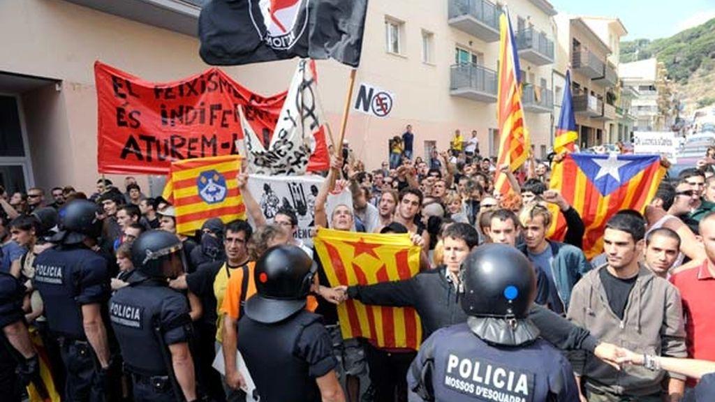 Independentistas catalanes contra los falangistas