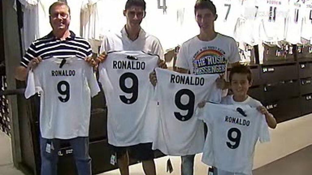 Aglomeraciones para conseguir la camiseta de Cristiano Ronaldo