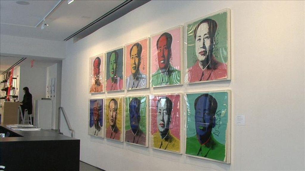 """Vista de la serigrafía """"Mao"""" (1972) de Andy Warhol, una de las más importantes del símbolo estadounidense del arte pop, que se vendió este 21 de abril, en Nueva York por 938.500 dólares en una puja organizada por la casa de subastas Phillips de Pury & Company. EFE"""