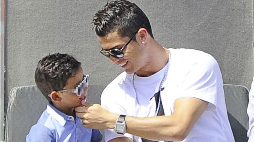 Cristiano Ronaldo estuvo muy pendiente de su hijo Ronaldo Jr.