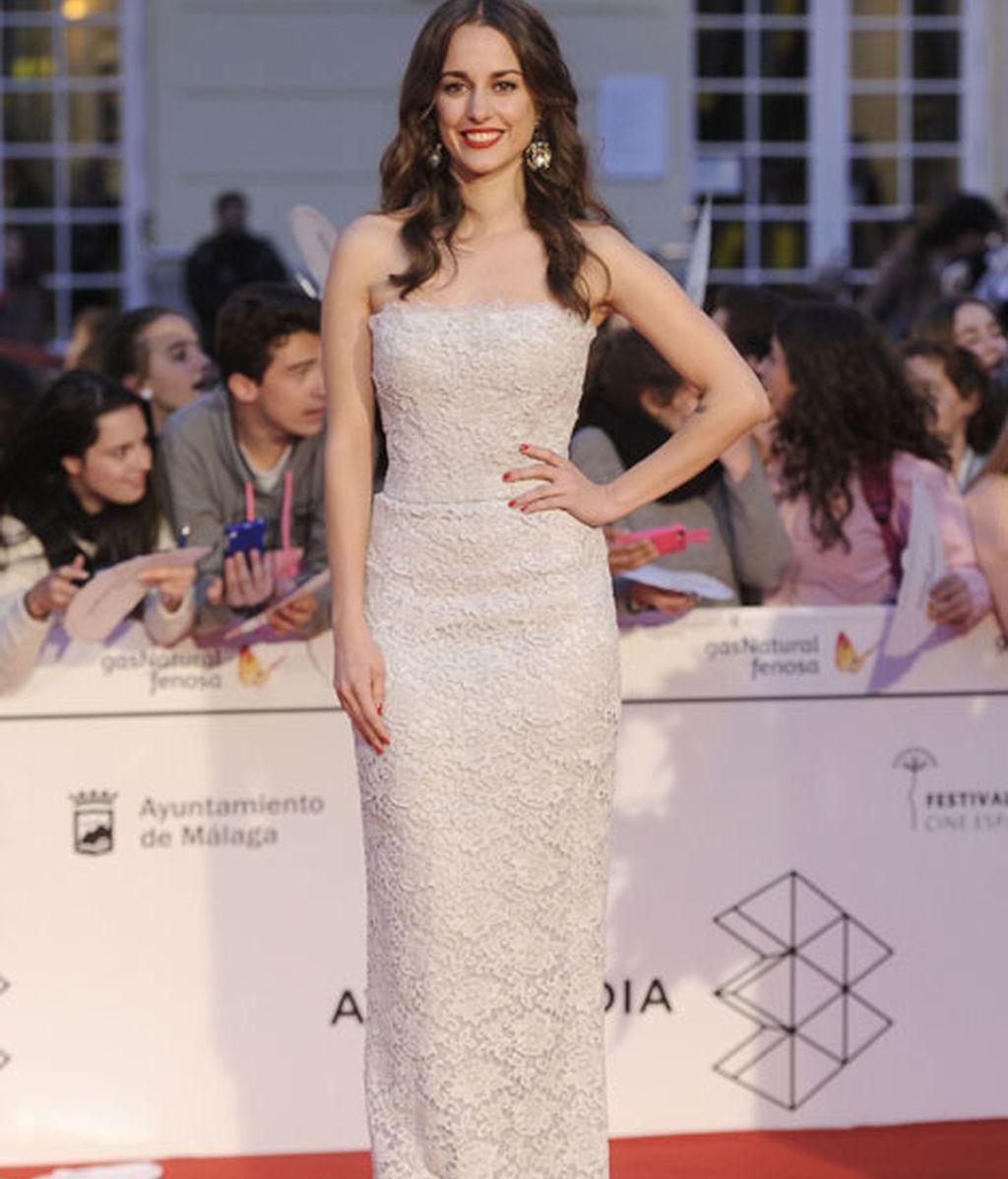 Sílvia Alonso, con vestido palabra de honor