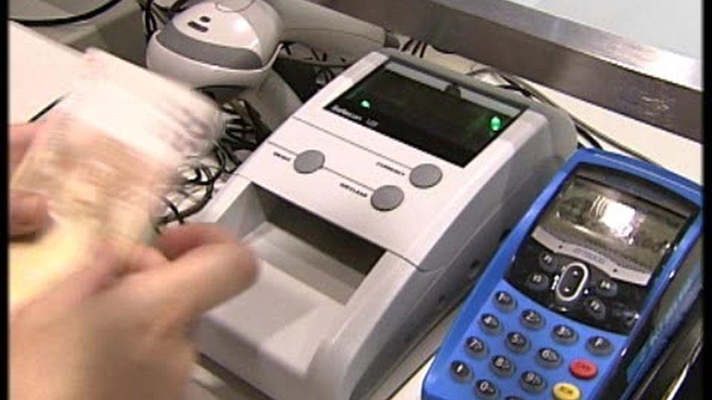 Disminuye la falsificación de billetes grandes pero aumenta la de pequeños