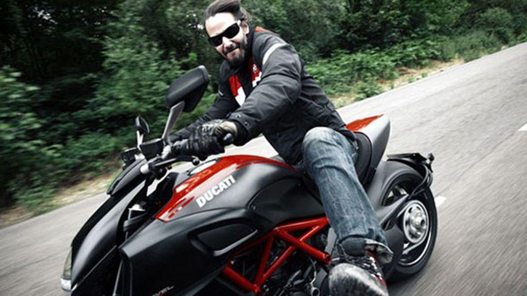 Probó la Ducati Diavel para unas fotos de la revista 'GQ'