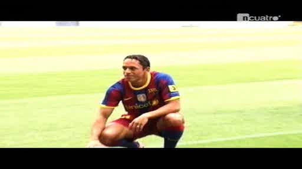 La presentación interminable de Adriano por el Barça