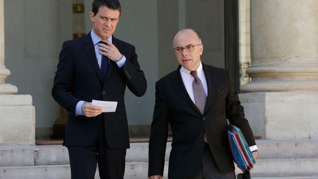 El ministro del interior Francés, Bernard Cazeneuve, y el primer ministro Manuel Valls